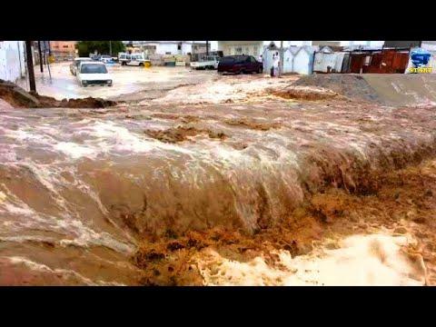 الصحراء السعودية تتحول الى انهار وسيول هادرة بعد الأمطار الغزيرة