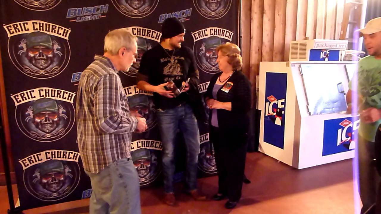 Eric church meet greet before he gave me the guitar youtube eric church meet greet before he gave me the guitar kristyandbryce Choice Image