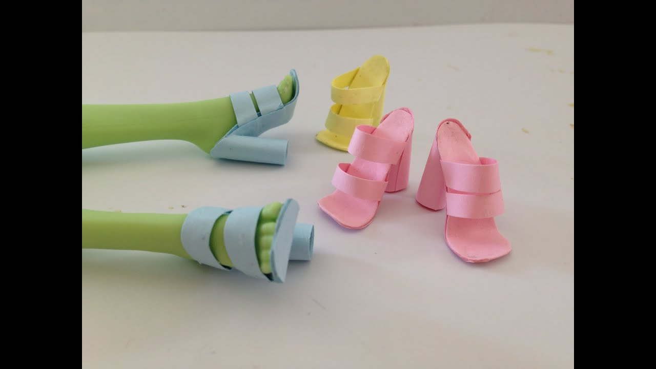 b8b614bd1ba86 How to make Doll Shoes using Paper and Glue stick ALONE