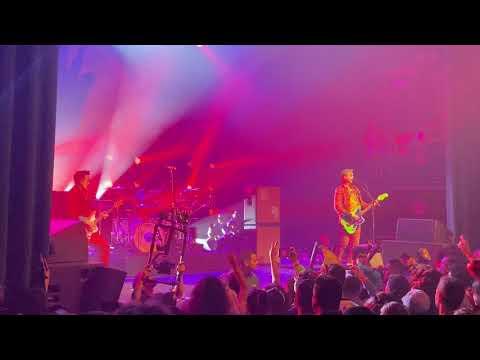 "Blink-182 - ""Skulls"" (Misfits Cover) Live At KROQ's Costume Ball 2019"