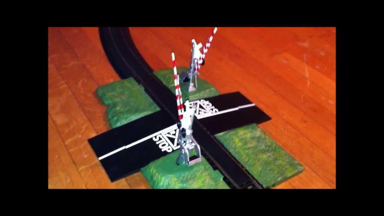 Bachmann Crossing Gate & Elevated Railway