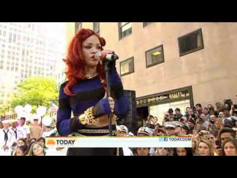 Rihanna - California King Bed ( Live Today Show 05-27-2011 )