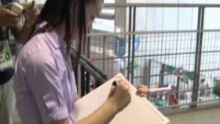 8月14日、2010Jリーグ特命PR部女子マネの足立梨花さんが豊田スタジアム...