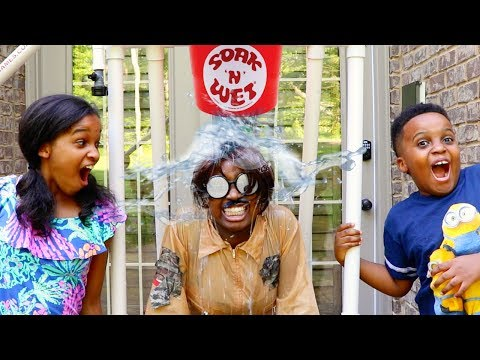 Shiloh and Shasha EPIC WATER DUNK CHALLENGE! - Fun Toy Fair! - Onyx Kids