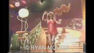 Anneke Grönloh valt van de trap / Tina Turner falls down the stairs