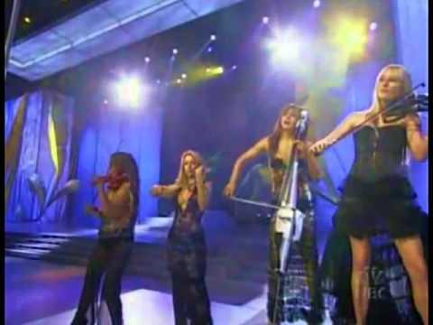 Bond en  Miss Universe 2003