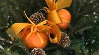 Хвойная икебана вместо новогодней елки - Бельевая корзина, валенок, мужской ботинок, носок -- все может стать основой новогодней икебаны. На создание...