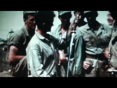 硫黄島の戦い 戦利品を見せびらかすアメリカ兵たち Battle of IWOJIMA 1945