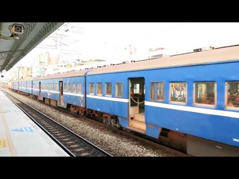 [HD] The Taiwan TRA down Mail Coaches Train No. 6903 haul by Electric loco no. E322 at Changhua