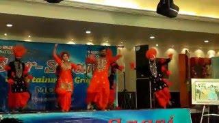 Sexy Punjabi Orchestra Girl (Janvi) dancing on punjabi song//2016/viral video/must watch!!
