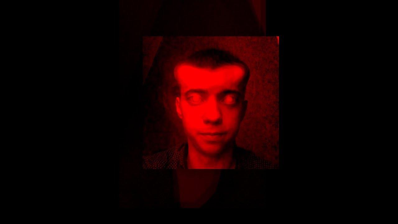 Картинка мужика на красном фоне