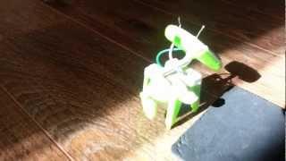 Питомец  робот делает первые шаги в своей жизни!!! Это мило и вайко!!!(, 2013-03-11T10:12:43.000Z)