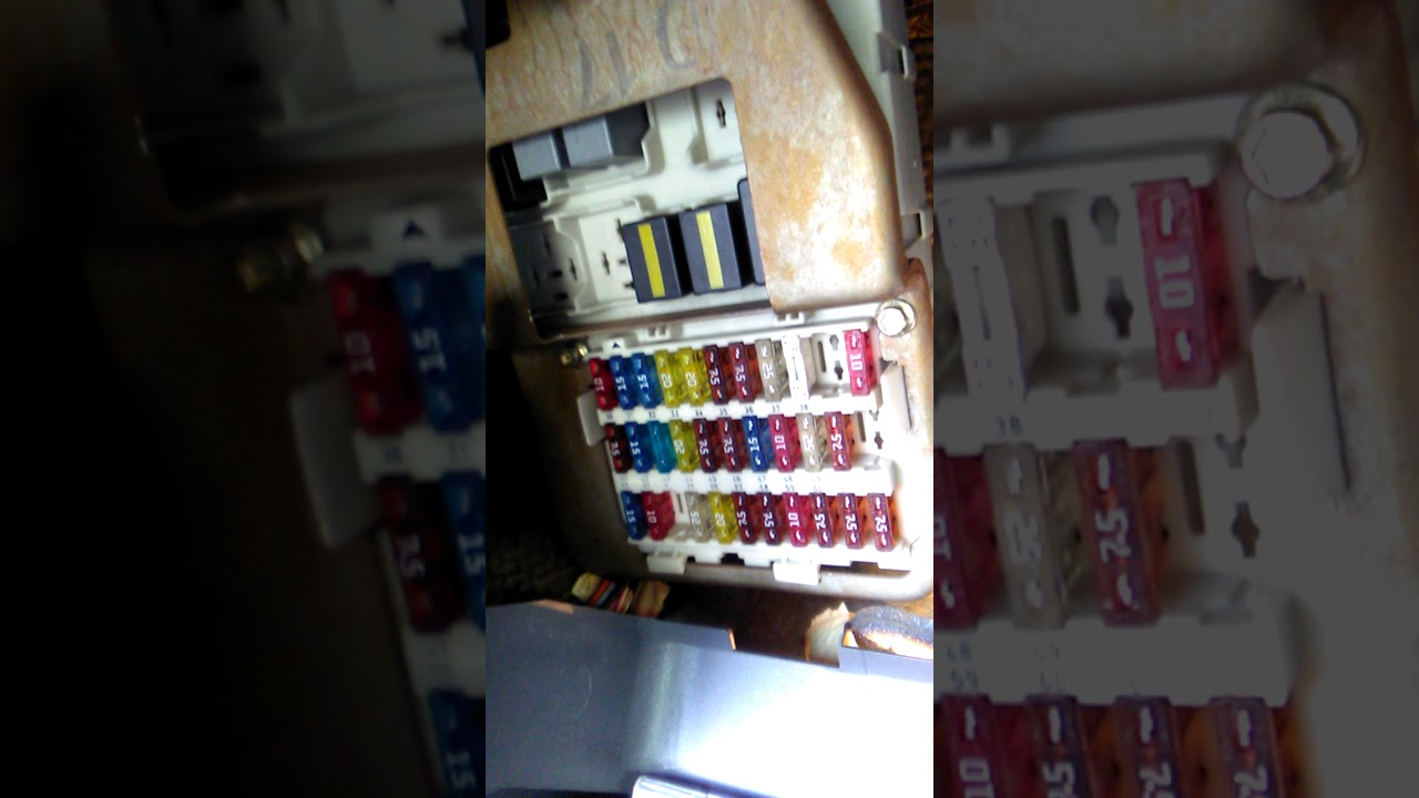 small resolution of ford focus 2003 central fuse box location