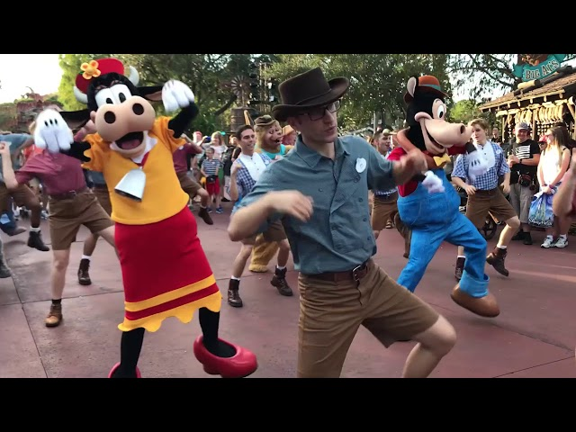 Clarabell and Horace in the Frontierland Hoedown!