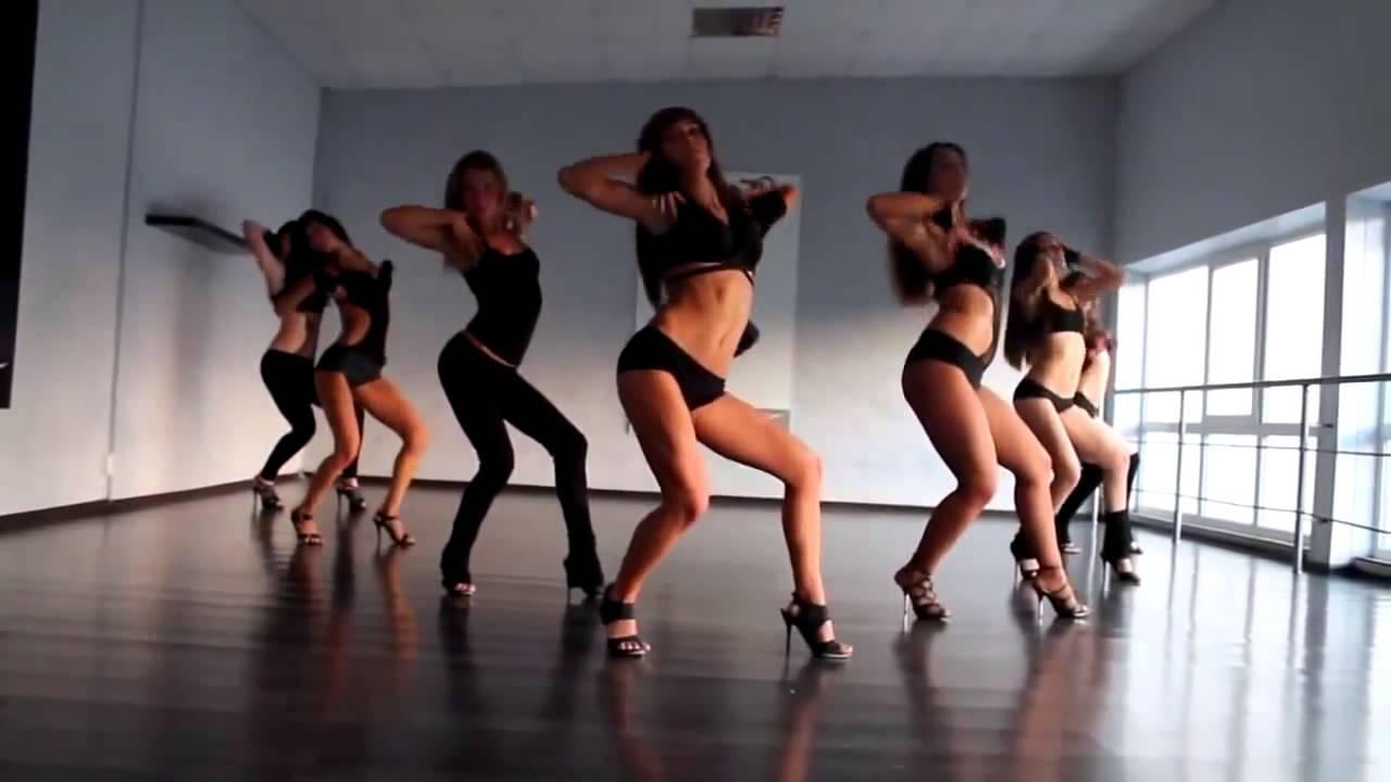 Bhojpuri Bombshell Monalisa's Best Hot Dance Pics Will Make Your Weekend, Watch Here