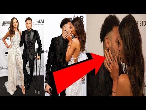 Neymar's kiss on red carpet with his girlfriend Bruna Marquezine
