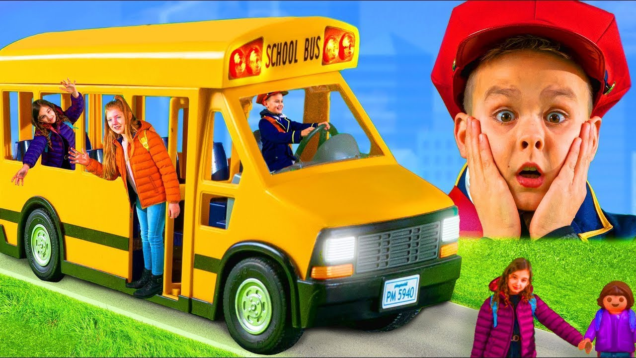 Çocuklar için Oyuncaklar ile okul otobüsünün hikayesi - Otobüste tekerlekler - Wheels on the bus