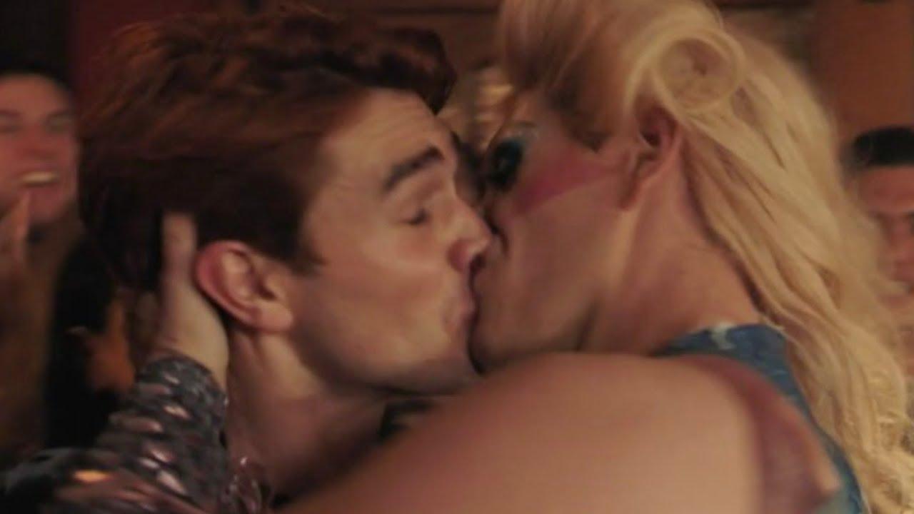 Поцелуи Видео Онлайн Бесплатно