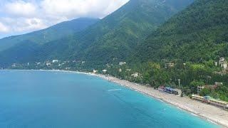 Пляж и город Гагры Абхазия 2016(Город расположен в 36 км от аэропорта Сочи на берегу бухты. Гагрские отроги Большого Кавказского хребта..., 2016-07-23T21:15:58.000Z)