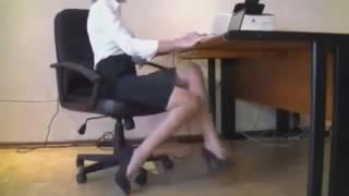 Sekretere Elliyor +18