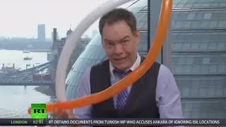 Keiser Report: World Economy Manias (E914)