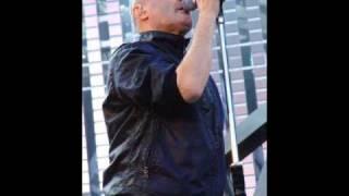 Phil Collins  Interpretando- Golden Slumbers, Carry That Weight, The End -BEATLES.wmv