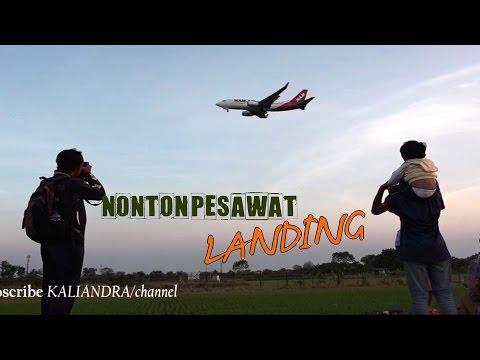 nonton-pesawat-landing-di-bandara-juanda-surabaya