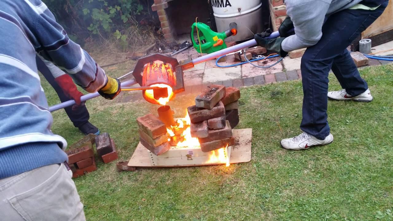 Backyard Metal Casting Furnace metal casting cast iron - backyard foundry - youtube