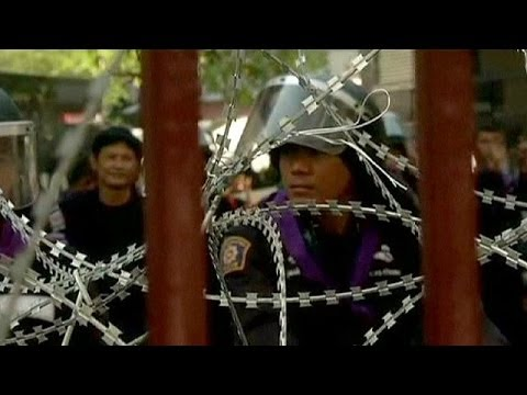 Thai police allow demonstrators into headquarters to deliver letter of protest