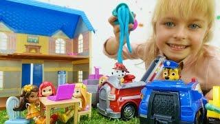 Видео для детей. Игра в куклы. Щенячий патруль тушат пожар! Пластилин Плей До. Игрушки Маши