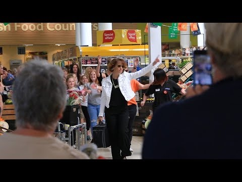 FLASH MOB DANCE IN SUPERMARKET! 2 Drunk 2 Funk - Legends of Disco BEHIND THE SCENES