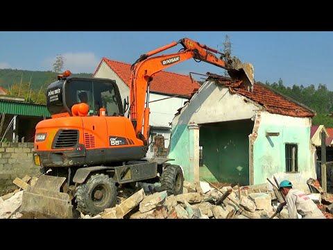 Toàn Cảnh Máy Xúc Doosan Phá Dỡ Nhà | Home Excavator | TienTube TV