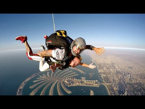 Amira + Issam = Proposal at Skydive Dubai Tandem Jump 13.000feet (4.000m)
