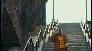 Joaquin Phoenix sulla scala del Bronx nel trailer di Joker