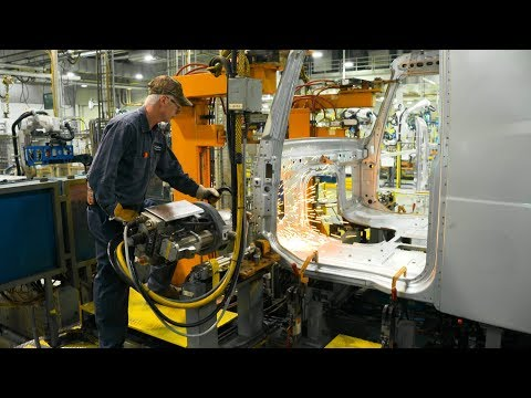 Volvo Trucks – How To Build A New Volvo VNL