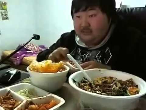 Mangia e Ride ... bizzarro ragazzo coreano.