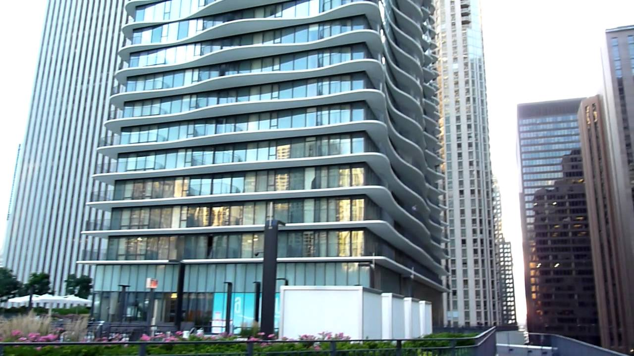 Roundview at the radisson blu aqua hotel chicago by for Available hotels in chicago