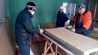 Продольная резка твердой мин.ватной плиты пилой