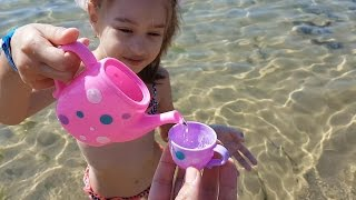 Download Kids playing on the beach . They making ice cream and cakes from sand. Video 2016 Mp3 and Videos