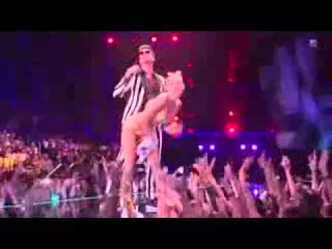 Miley Cyrus Twerking nasty in mtv live show