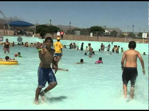 La alberca de olas todo un exito en la mega mega fiesta for Albercas para fiestas
