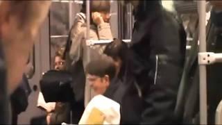 Žena dostala v metru záchvat smíchu, rozesmála celý vagón   Novinky cz