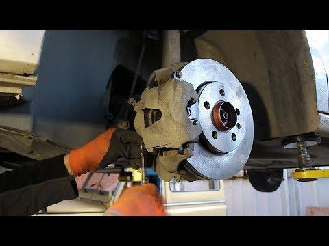 Замена передних тормозных дисков и колодок на Volkswagen POLO 1,6 Фольксваген Поло 2011 года