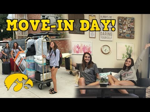 COLLEGE MOVE-IN DAY VLOG! | Megan and Ciera