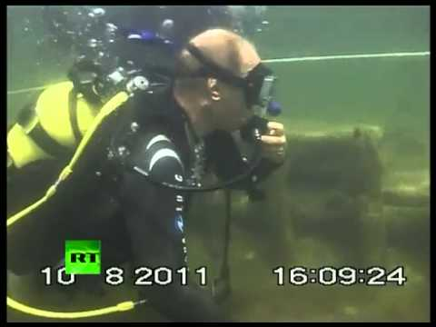 Russian President Vladimir Putin scuba diving to find antiques