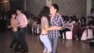 bailando quebradita con fatima y mayra xv años.mp4