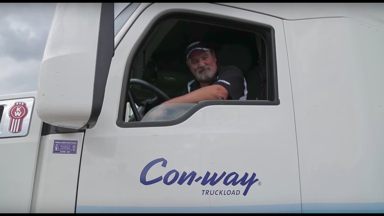 when-this-trucker-saw-a-girl-behind-the-curtain-of-an-rv-he-knew-that-something-didn-t-smell-right