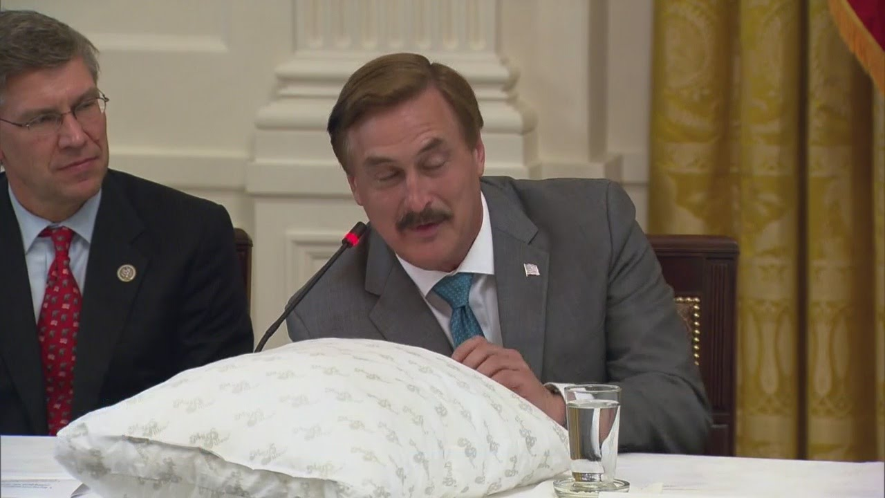mypillow founder mike lindell meets with president trump. Black Bedroom Furniture Sets. Home Design Ideas
