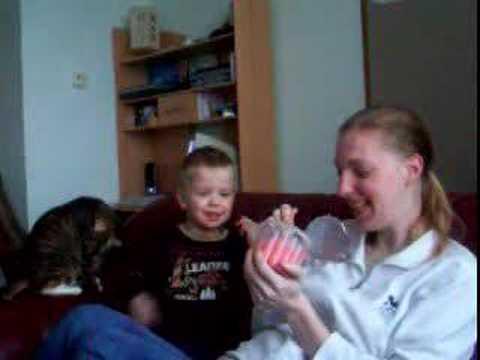 Xander eet griesmeelpudding