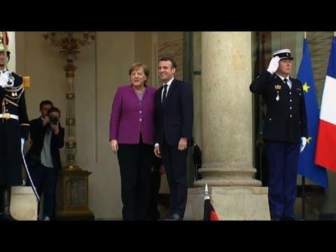 Paris: Angela Merkel accueillie par Emmanuel Macron